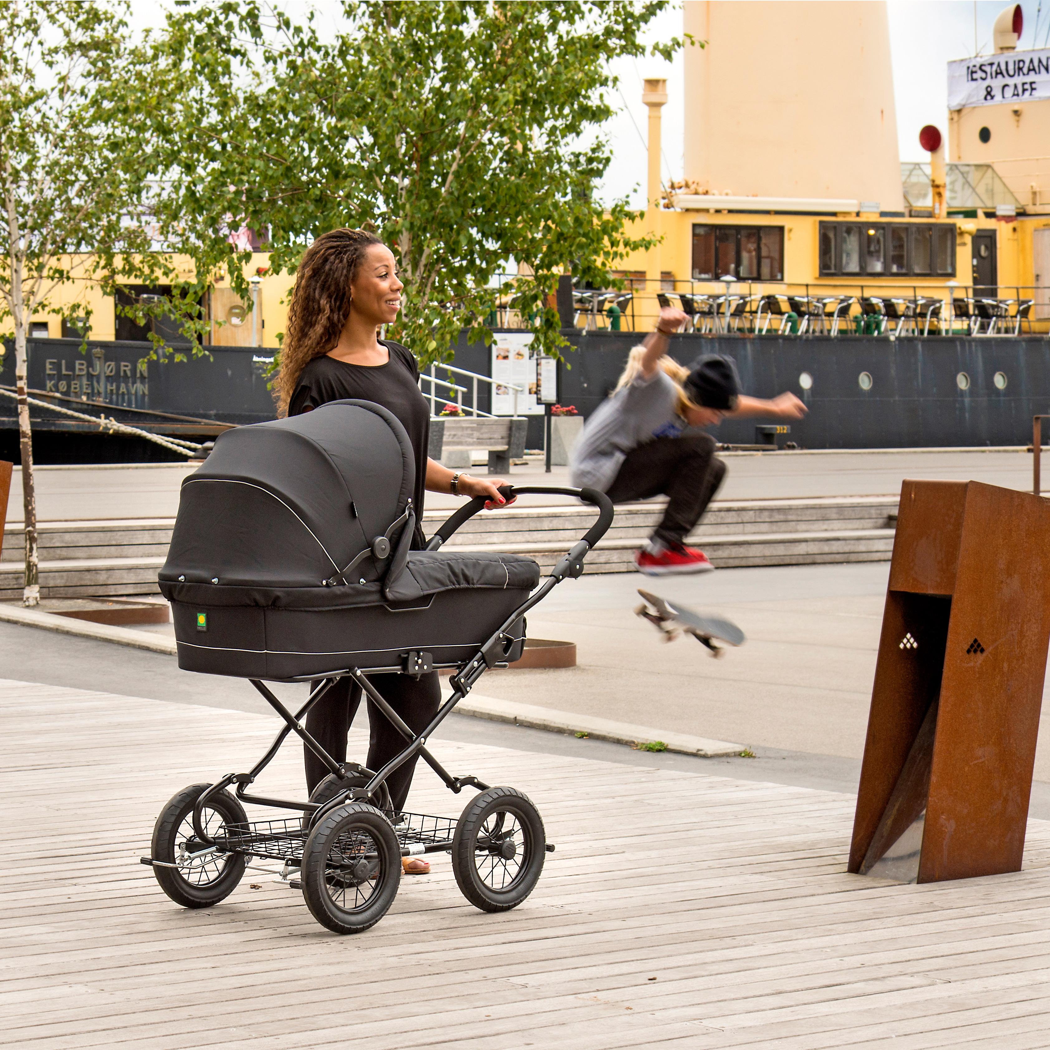 BabyTrold barnevogn - Cozy - Sort Kvalitetsvogn med lift og pusletaske -  Coop.dk 602ea46769c89